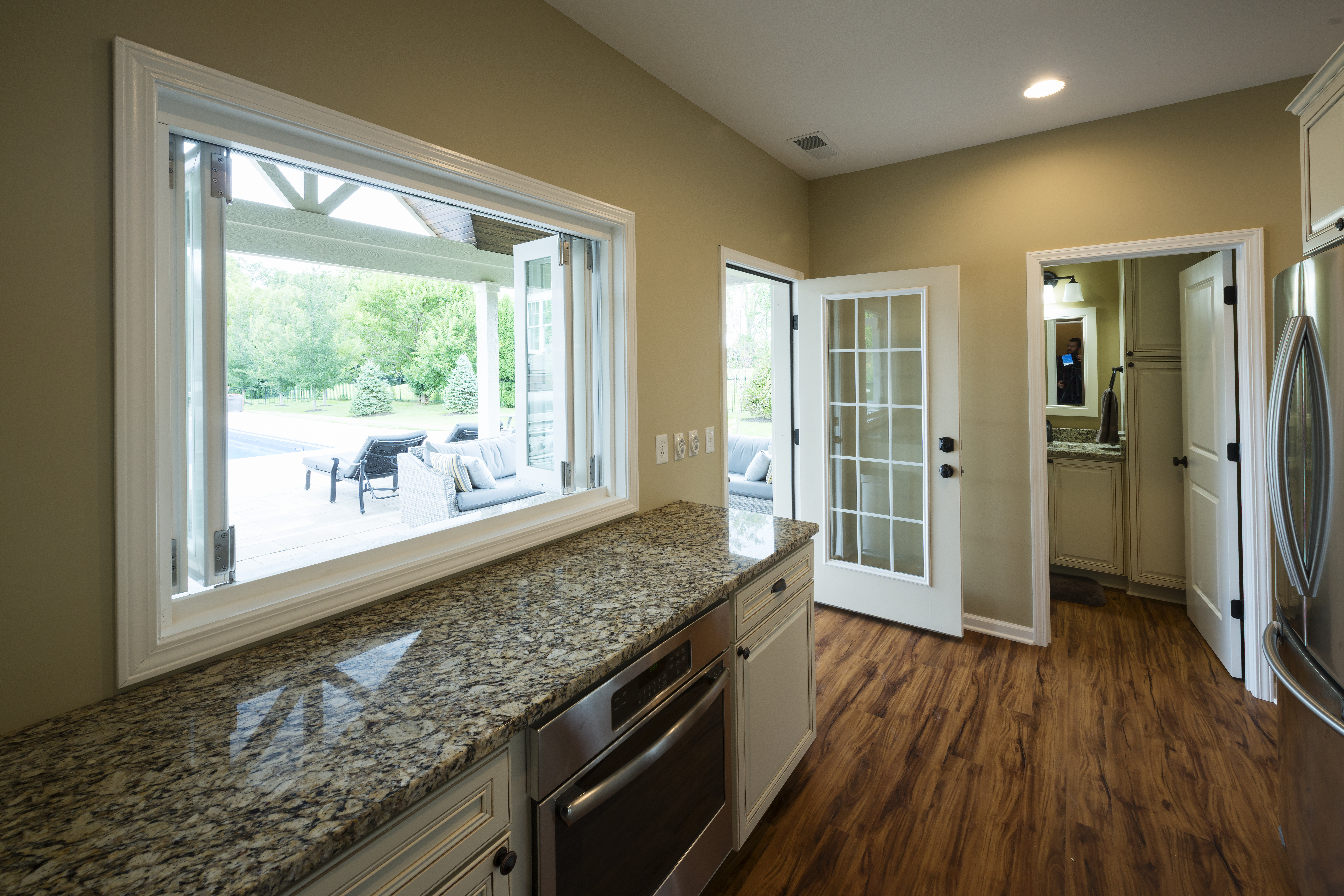 Marvelous The Pool House Is Equipped With A Full Kitchen, Half Bathroom, Shower Room  And Laundry Room.